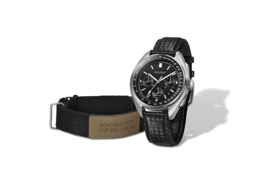 96B251_Three Quarter with Interchangeable Strap